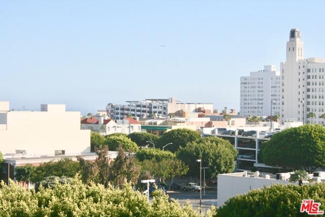 1241 5TH Street, Santa Monica CA: http://media.crmls.org/mediaz/61527422-2B33-4D37-92BA-101572BC008F.jpg