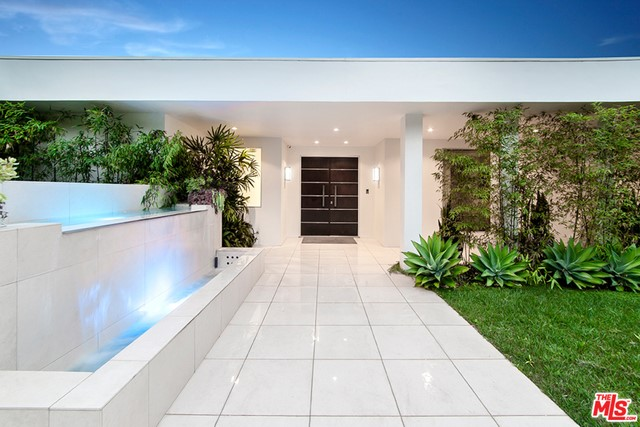 Single Family Home for Sale at 1003 Beverly Drive N Beverly Hills, California 90210 United States