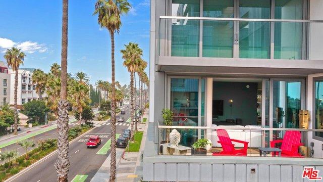 1755 Ocean Avenue, Santa Monica CA: http://media.crmls.org/mediaz/618C252A-A672-4210-AD20-DF22ACDFA749.jpg