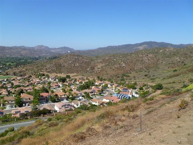 3251 Vista Cielo Ln, Spring Valley CA: http://media.crmls.org/mediaz/61A7DA8A-BE2D-418E-AEC4-408DBE60C7CB.jpg