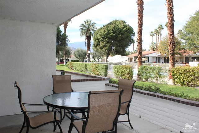68 El Toro Drive, Rancho Mirage CA: http://media.crmls.org/mediaz/61EB52E6-22EA-4CD1-BCD2-4A314E5D94E8.jpg