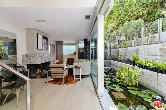 7831 Hillside Avenue, Los Angeles CA: http://media.crmls.org/mediaz/626140AB-F383-48F7-AA11-D3F823DF5E9B.jpg