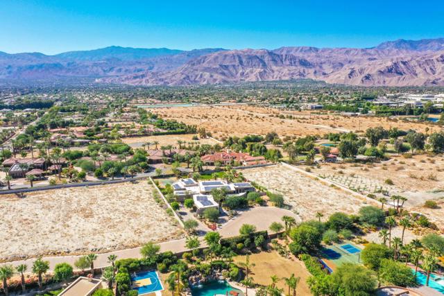 7 Mountain Vista Court, Rancho Mirage CA: http://media.crmls.org/mediaz/62988B9C-045B-49F5-BC81-0F64A789AB2F.jpg