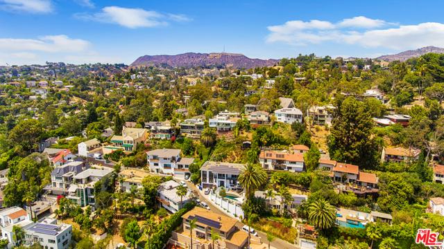 2027 Morgan Hill Drive, Los Angeles CA: http://media.crmls.org/mediaz/629AB3A2-9527-4D40-B2DE-4E205D684FFF.jpg