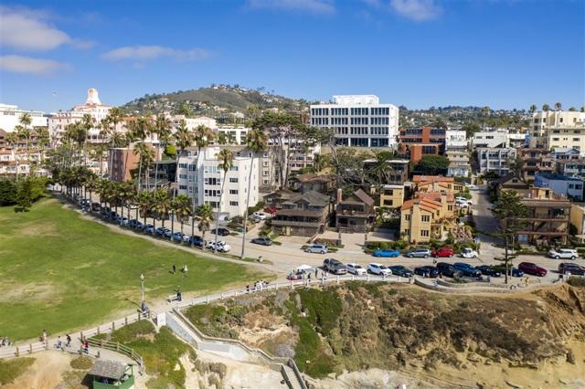 1021 Coast Blvd, La Jolla CA: http://media.crmls.org/mediaz/629C1F24-A3BE-4500-9D84-4D8A97765178.jpg