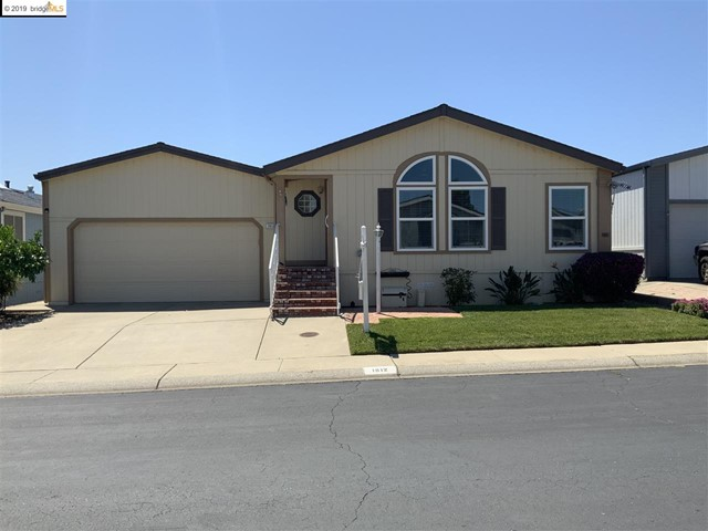 Photo of home for sale at 1912 Geneva Ln, Antioch CA