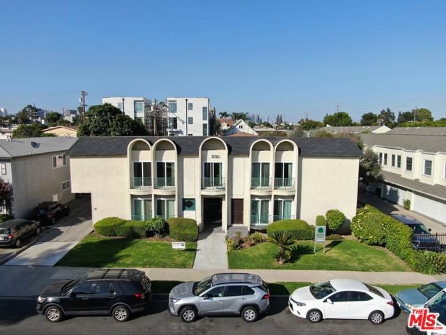 1738 Armacost Avenue, Los Angeles CA: http://media.crmls.org/mediaz/62DDC7DB-B457-4AA4-B452-9DC9CA33400A.jpg