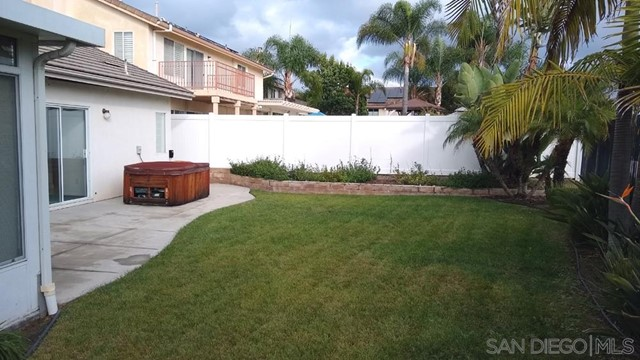 452 Lexington Cir, Oceanside CA: http://media.crmls.org/mediaz/630F08DA-36CD-4372-AE49-C347F8F1980F.jpg