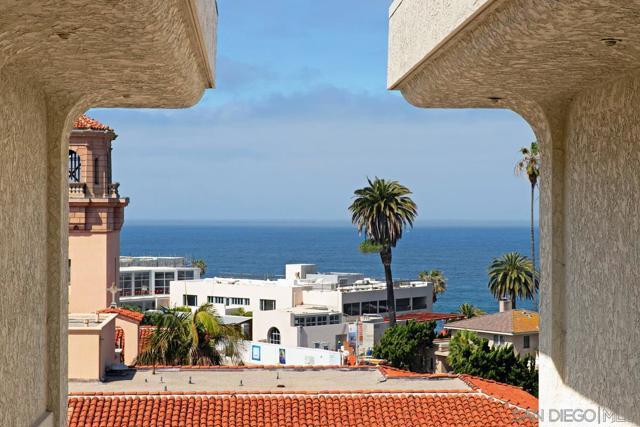 7811 Eads Avenue, La Jolla CA: http://media.crmls.org/mediaz/63507F2A-833C-4740-AA58-45085E317080.jpg