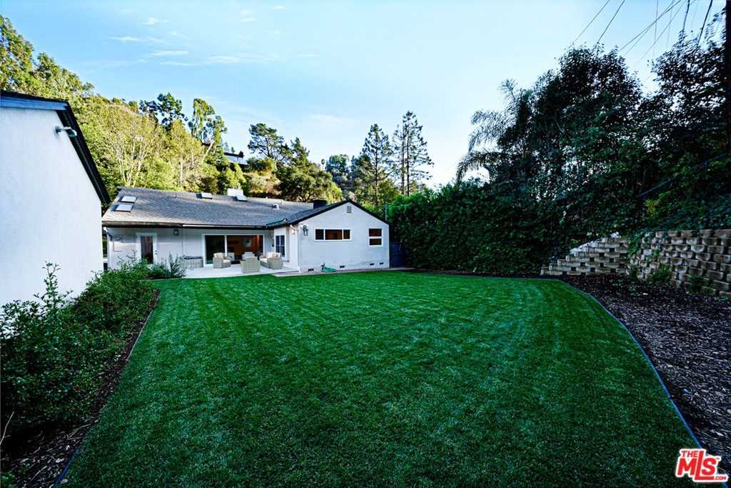 1609 Roscomare Road #  Los Angeles CA 90077