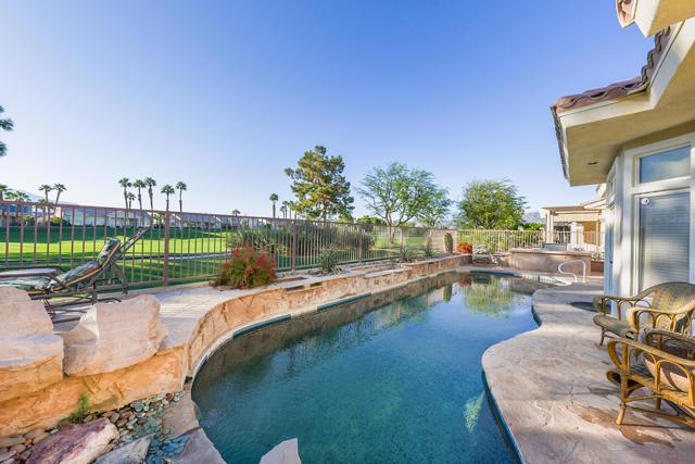 37647 Westridge Avenue, Palm Desert CA: http://media.crmls.org/mediaz/636B4D8E-C30F-45CC-8105-8D46C753DFD4.jpg