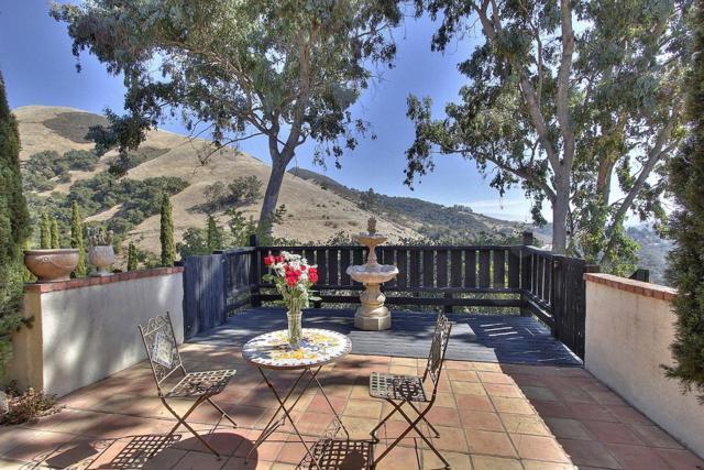 300 Country Club, Carmel Valley CA: http://media.crmls.org/mediaz/638682E8-A32B-4255-B9A5-B9337B495D50.jpg