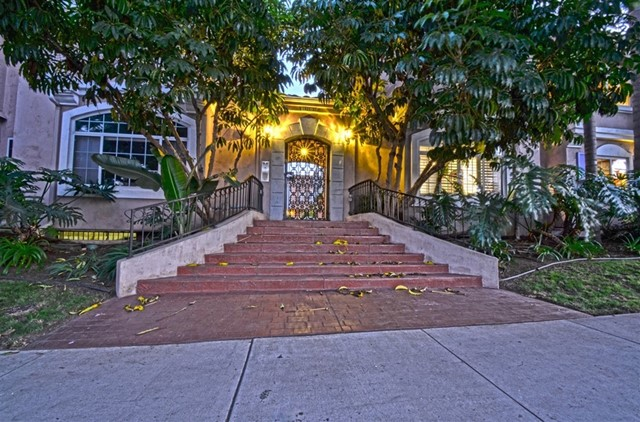 1451 Robinson Ave, San Diego CA: http://media.crmls.org/mediaz/63980D44-9BC1-4545-8CB2-ACFFBA539336.jpg