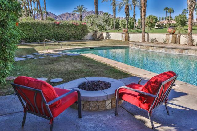 81410 Golf View Drive, La Quinta CA: http://media.crmls.org/mediaz/63AAD1D1-F1B3-40DB-A2ED-BAC3A3ACB349.jpg
