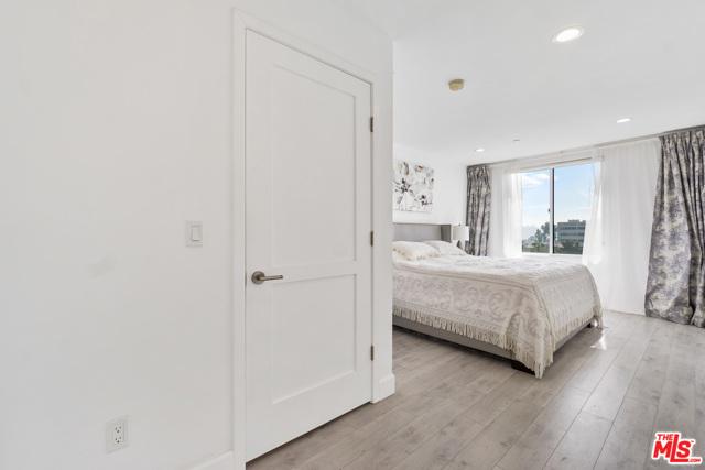 118 S Kenwood Street, Glendale CA: http://media.crmls.org/mediaz/63BABEA9-4AE1-45A2-B197-0941FF42824D.jpg