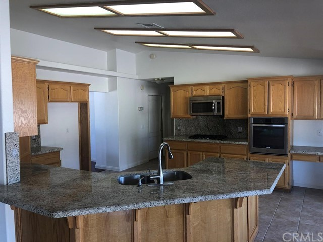 24030 Cahuilla Road, Apple Valley CA: http://media.crmls.org/mediaz/6448EC57-1762-41CF-AF1C-F1AE9BC2F5D4.jpg