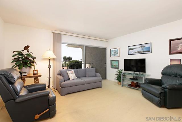 7811 Eads Avenue, La Jolla CA: http://media.crmls.org/mediaz/649F7BE6-3B7A-467E-A181-29100D905FA6.jpg