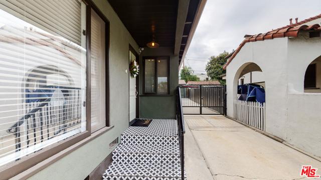 166 N GARDNER Street, Los Angeles CA: http://media.crmls.org/mediaz/65185FEC-453E-4012-9448-042A29FE2D1F.jpg