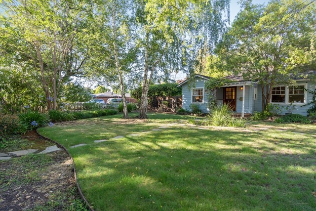 4221 Wilkie Way, Palo Alto CA: http://media.crmls.org/mediaz/653C105B-8952-4E67-9E9F-D4D9B71682F0.jpg