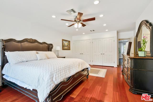 4311 Coquette Place, Tarzana CA: http://media.crmls.org/mediaz/656195BE-6478-44E3-843A-C6DE75DF44C1.jpg