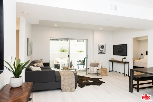 625 S BARRINGTON Avenue, Los Angeles CA: http://media.crmls.org/mediaz/65CAC483-ABDA-46DD-A3E9-812F3D378355.jpg