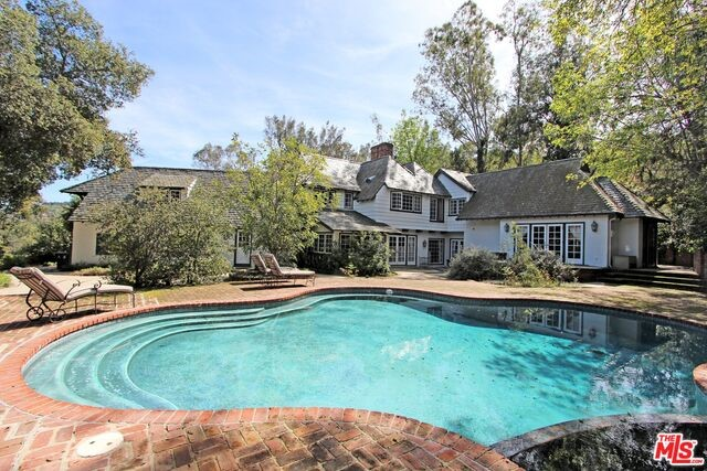 Single Family Home for Sale at 12127 Iredell Street Studio City, California 91604 United States