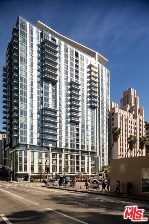 427 W 5th Street, Los Angeles CA: http://media.crmls.org/mediaz/661DC182-F049-4FDE-B19B-4A710E0BAF9C.jpg