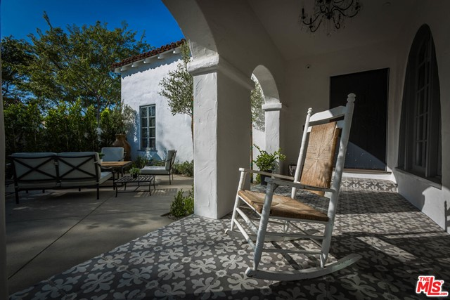 336 El Camino Drive, Beverly Hills CA: http://media.crmls.org/mediaz/66219048-D2C8-4999-B45F-E30104796487.jpg