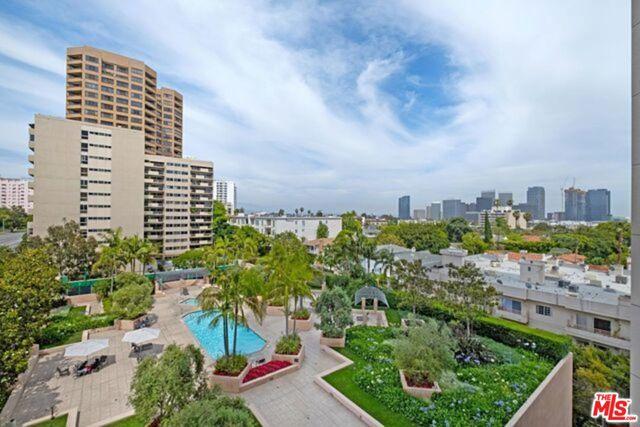 10490 Wilshire Boulevard, Los Angeles CA: http://media.crmls.org/mediaz/664ACA42-DA16-40F5-9FC0-8AB3BB81EA38.jpg