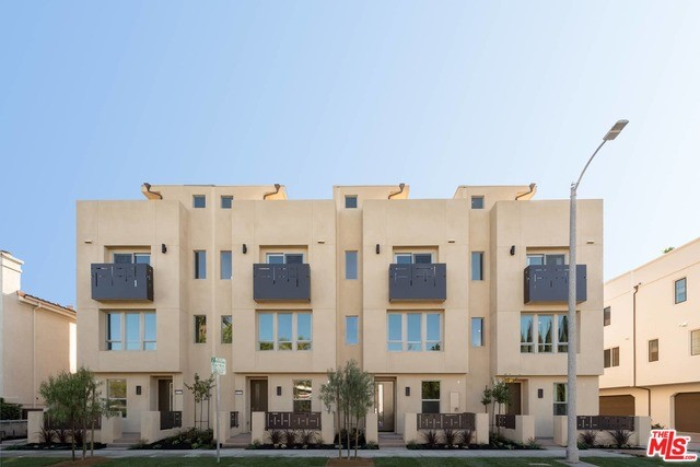 Condominium for Sale at 10710 Bloomfield Street W Los Angeles, California 91602 United States