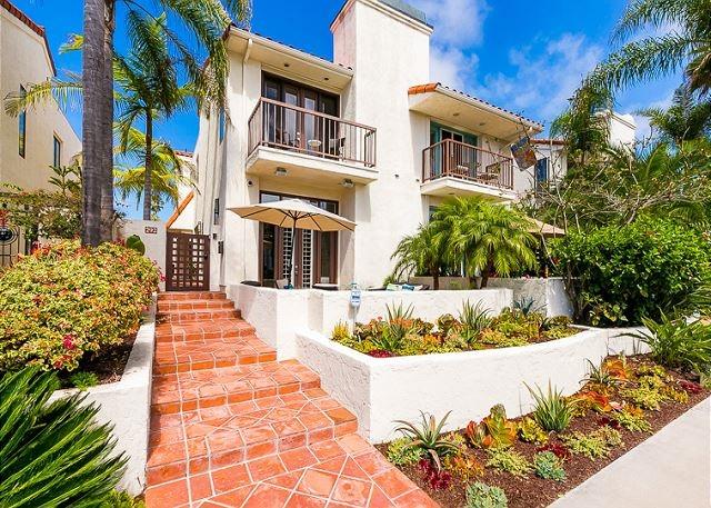 Photo of home for sale at 292 Bonair, La Jolla CA