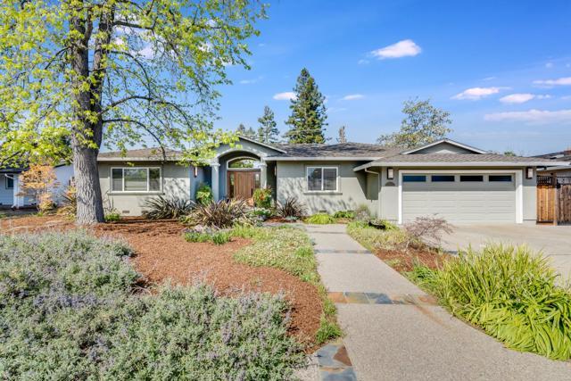 12073 Candy Lane, Saratoga CA: http://media.crmls.org/mediaz/66992EA8-9D43-4B38-A77F-7519098785F7.jpg