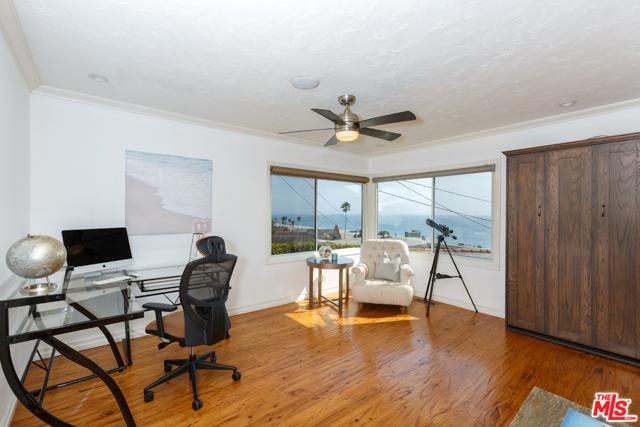 7001 Rindge Avenue, Playa del Rey CA: http://media.crmls.org/mediaz/66F061C0-61EC-4EA9-8B96-3841970D3FC3.jpg