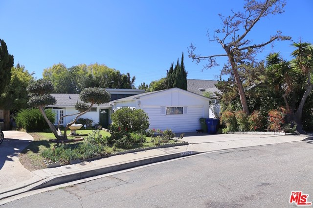 Single Family Home for Sale at 3389 Manning Court Los Angeles, California 90064 United States