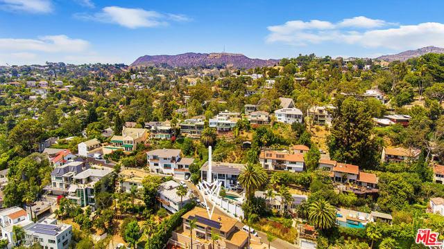 2027 Morgan Hill Drive, Los Angeles CA: http://media.crmls.org/mediaz/674DC9F2-CACB-46F7-9C30-3175A02A4F97.jpg