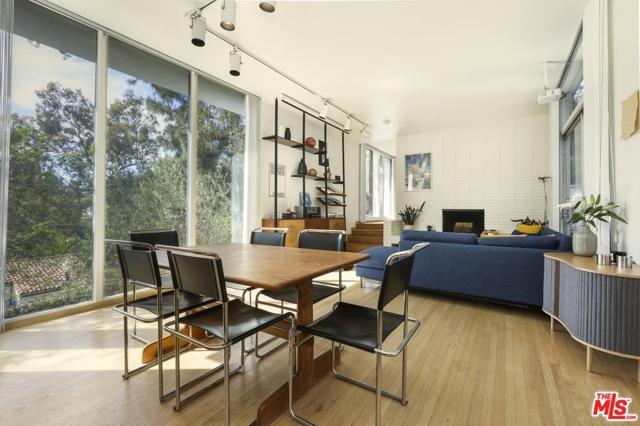 3246 Primera Avenue, Los Angeles CA: http://media.crmls.org/mediaz/676369F6-62C1-48A8-83DE-040450D215D4.jpg