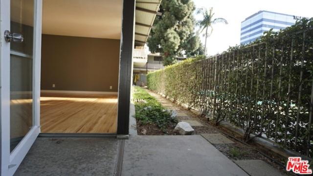11133 ROSE Avenue, Los Angeles CA: http://media.crmls.org/mediaz/677DFDC4-8871-4C01-AA39-14D01AD0401D.jpg