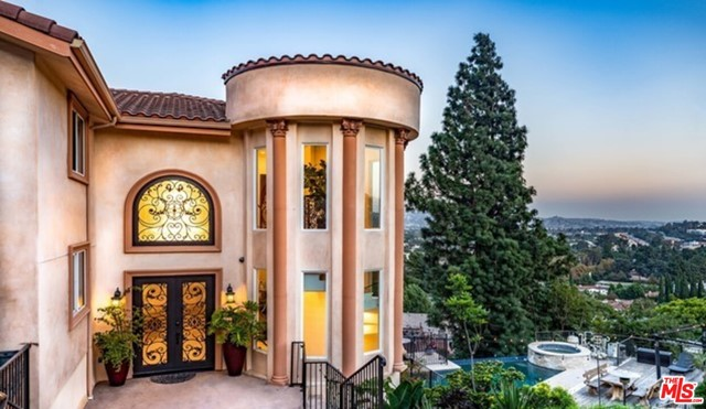 3670 Holboro Drive, Los Angeles CA: http://media.crmls.org/mediaz/67826FD6-27F0-460C-8EE1-897395948B25.jpg