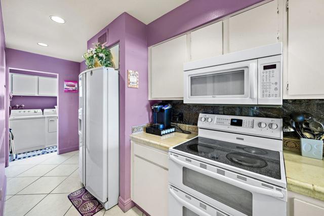 369 Wimbledon Drive, Rancho Mirage CA: http://media.crmls.org/mediaz/6791E1BB-48A3-4EBD-A6AB-D8BB381A0256.jpg