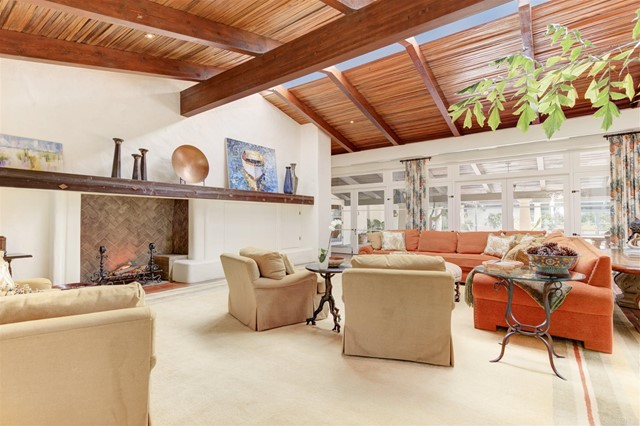 17538 El Vuelo, Rancho Santa Fe CA: http://media.crmls.org/mediaz/67D8CB0B-276B-4194-BB7F-DF579244EB5A.jpg