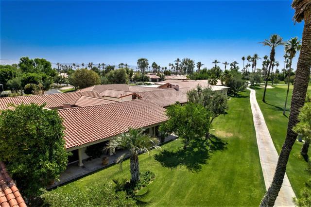 78255 Hacienda Drive, La Quinta CA: http://media.crmls.org/mediaz/68014BC7-CF53-4C6A-86BB-FAFD104FF44F.jpg