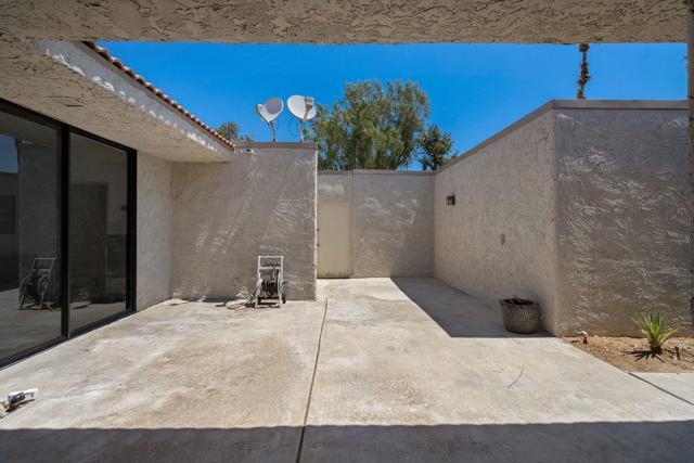 78181 Lago Drive, La Quinta CA: http://media.crmls.org/mediaz/68649268-2527-4525-AED3-DE14286521CA.jpg
