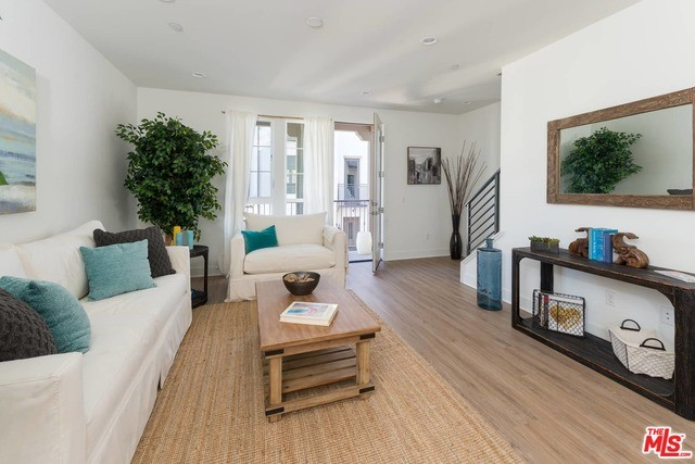 Single Family Home for Sale at 10710 Bloomfield Street W Los Angeles, California 91602 United States