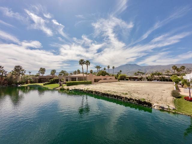 55540 Pebble Beach, La Quinta CA: http://media.crmls.org/mediaz/68A82CAD-050C-48D6-B382-E34619220844.jpg
