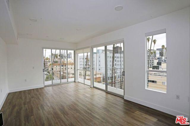 453 S KENMORE Avenue, Los Angeles CA: http://media.crmls.org/mediaz/68CA8E81-6073-45CB-B994-E69800E526E1.jpg