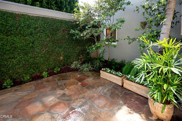 960 S Orange Grove Boulevard, Pasadena CA: http://media.crmls.org/mediaz/68E9BF64-3B29-49CD-A320-F6F4EB140862.jpg