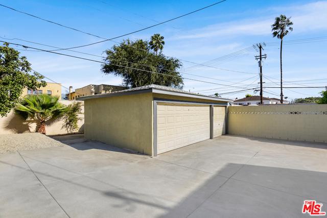 1166 S Cochran Avenue, Los Angeles CA: http://media.crmls.org/mediaz/692EA9ED-2353-4AD4-8460-F6CE899A4A1B.jpg