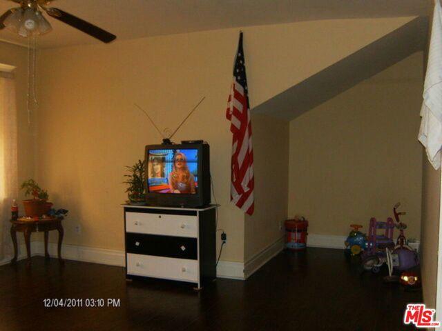 195 W Vernon Avenue, Los Angeles CA: http://media.crmls.org/mediaz/695EB49F-E854-43B0-A2CC-98109BF23BF7.jpg