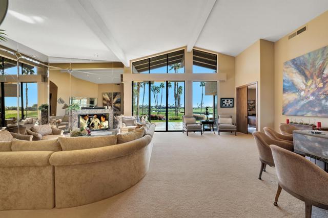 55920 Riviera, La Quinta CA: http://media.crmls.org/mediaz/6969A9BE-4A4C-42AB-A428-DA9CFCD2B620.jpg