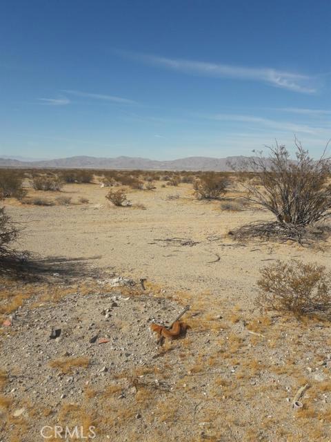 56850 Castillo Road, Landers CA: http://media.crmls.org/mediaz/6974A243-FDF7-4C3C-B79E-56E152CDC554.jpg